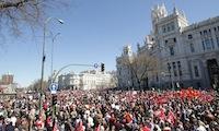 Madryt: Tysiące ludzi wyszło w niedzielę na ulice.